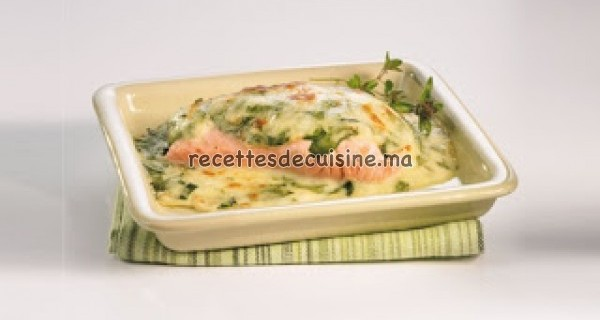 Saumon à la sauce béchamel et aux épinards - السلمون بصلصة البيشاميل و السبانخ