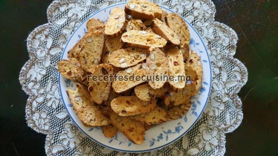 Fekkas aux amandes et raisins secs - فقاص باللوز و الزبيب
